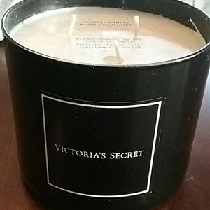 Victoria Secret Bombshell Candle *HTF* 14.5 ounce